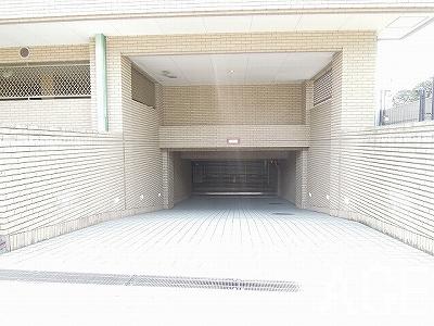 芦屋親王塚町パークマンション/駐車場へのアプローチ