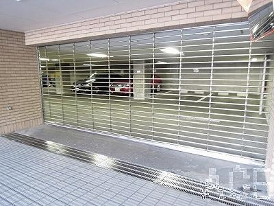 芦屋親王塚町パークマンション/駐車場のシャッターと内部
