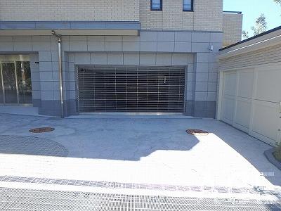 ブランズ芦屋翠ヶ丘/駐車場入口