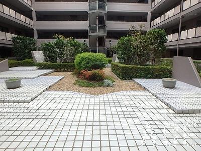 ファミール・グラン芦屋/建物内の中庭(1階より)