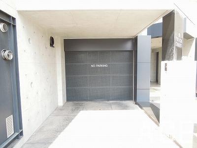 フリックコートアネックス/駐車場入口